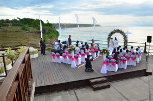 Simple wedding in bali beach