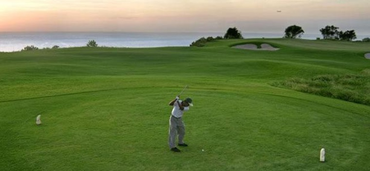 Golfing by the beachmeeting and travelling
