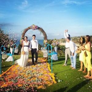 experiece wedding vintage in front beach garden