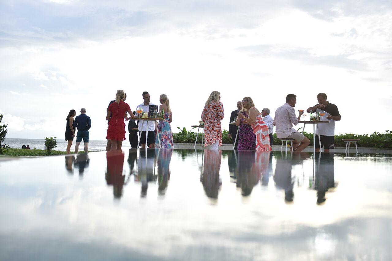 Vedas Villa Cocktail wedding party